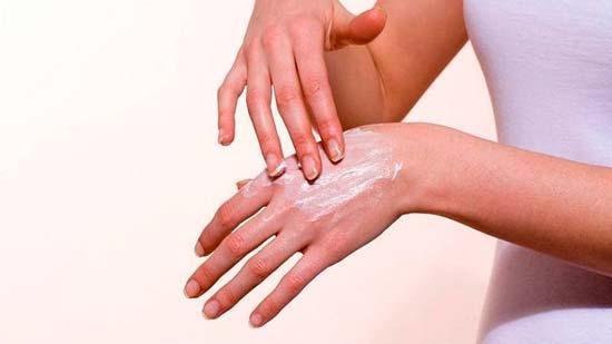 На руках появляются водянистые прыщики и чешутся: как лечить и что это такое